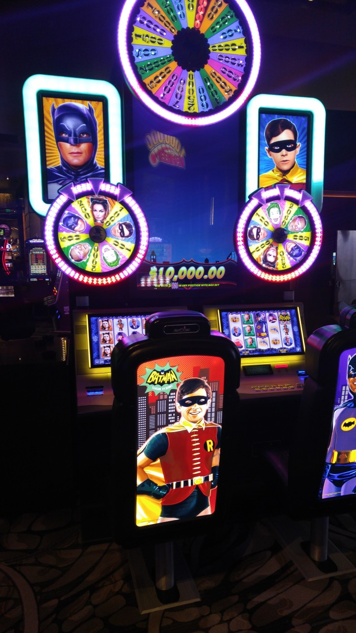 adam-west-batman-robin-slot-machine-2