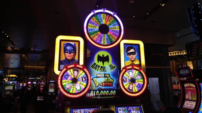 adam-west-batman-robin-slot-machine