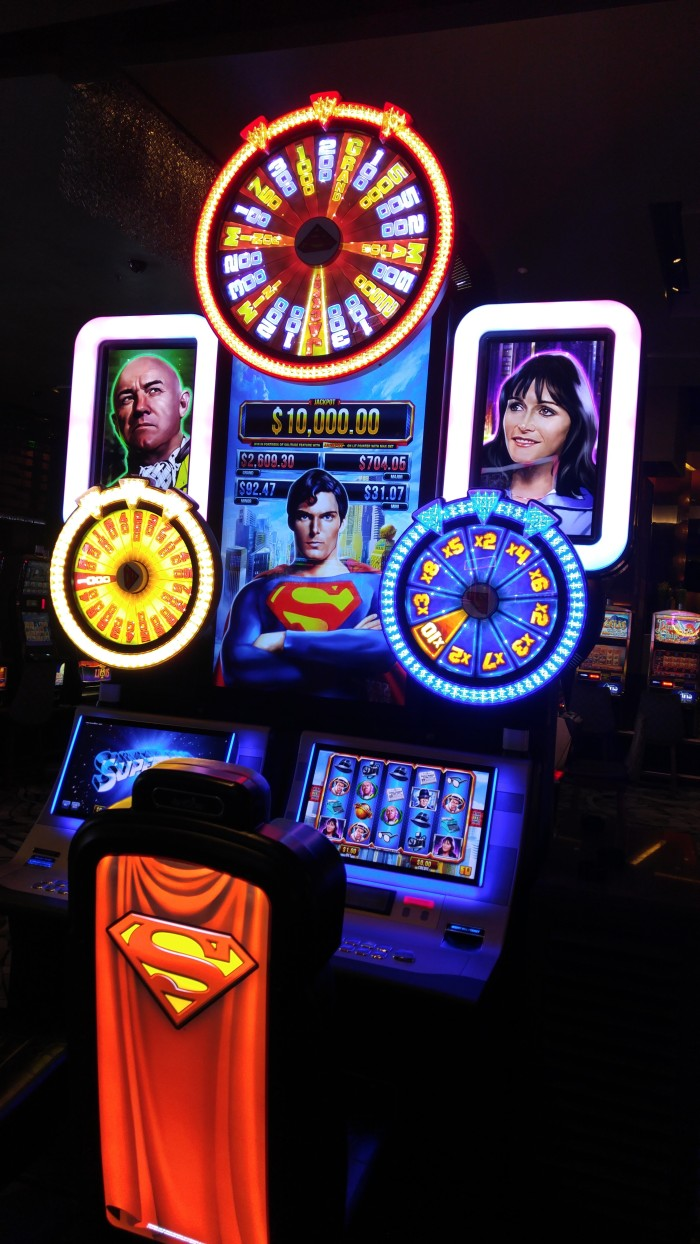 christopher-reeve-slot-machine-2